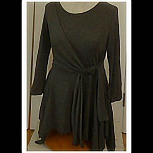 Gray Long Sleeve Handkerchief Top by Entro Size S